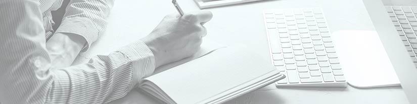 Persona haciendo un curso online